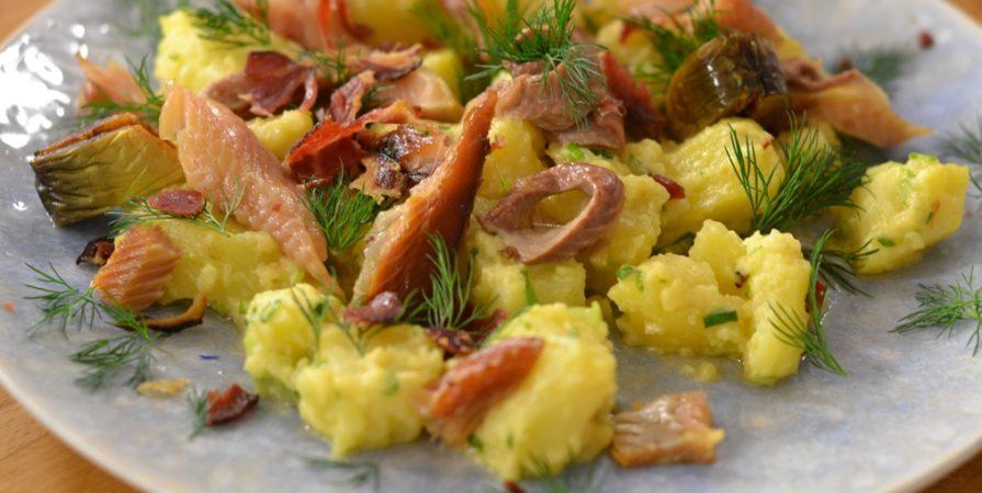 Salata nemteasca de cartofi cu scrumbie