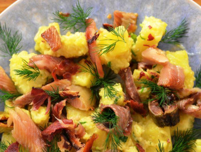 salata-de-cartofi-cu-scrumbie-de-dunare-afumata-copy