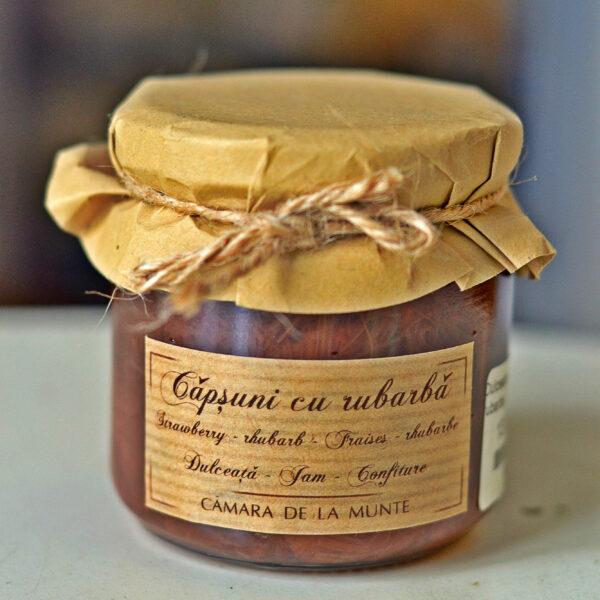 Dulceata de capsuni cu rubarba Camara de la Munte  este un produs de casa, nepasteurizat.