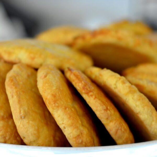 biscuiti-cu-telemea-1024x683