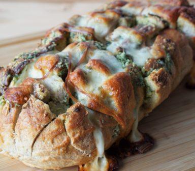 paine cu verdeturi si cascaval